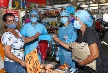 Entregaron más de 3.000 tapabocas en las plazas de mercado de Cali