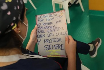 Con cartas, niños y jóvenes homenajearon al Hospital Universitario del Valle