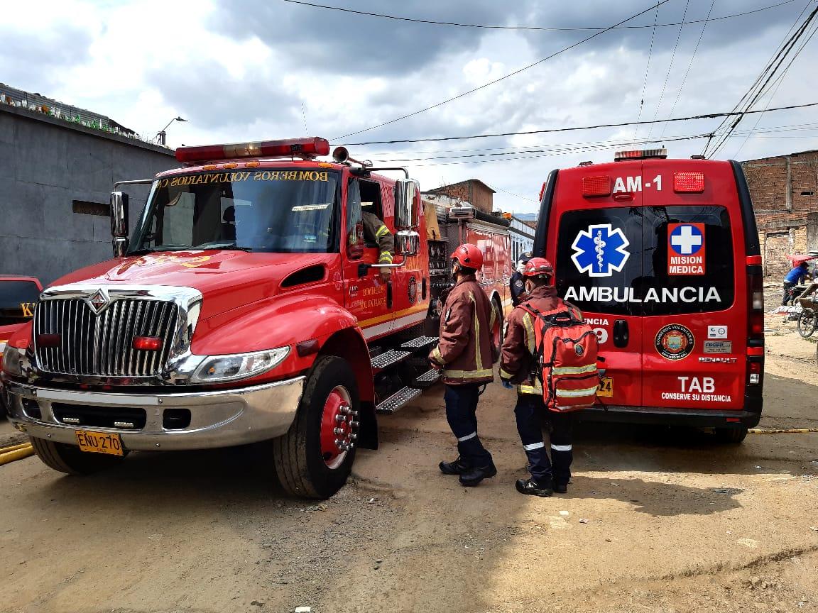 Desde rescate de gatos, hasta sospechas de Covid-19, los bomberos de Cali han atendido más de 80 casos de parto durante la pandemia.