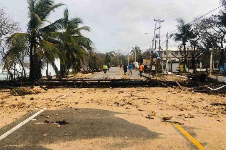 En Providencia y San Andrés, muchas zonas quedaron destruidas, el hospital y las vías están anegadas; las residencias que quedaron en pie, no tienen techo.