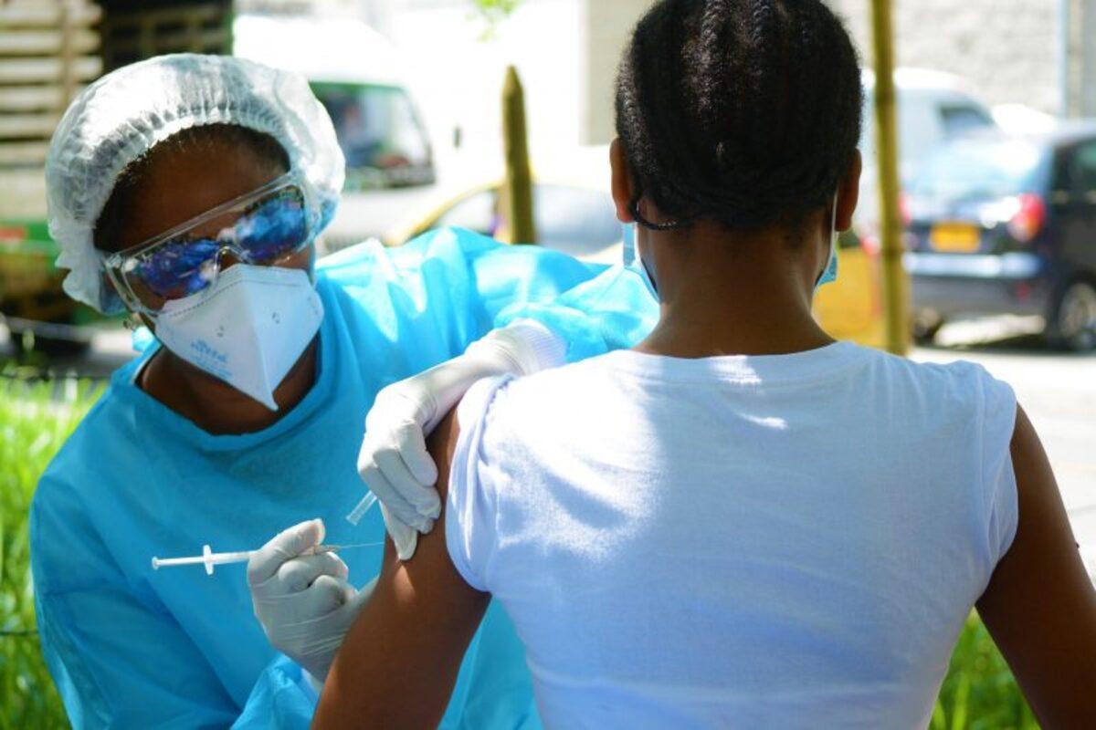 Capacitarán personal para vacunación contra el covid-19 en Cali
