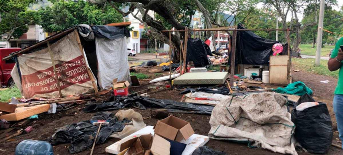Recuperan espacio público en el que se alojaban migrantes venezolanos