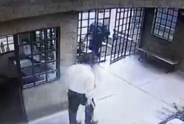 En video quedó registrado intento de robo a unidad residencial en Cali