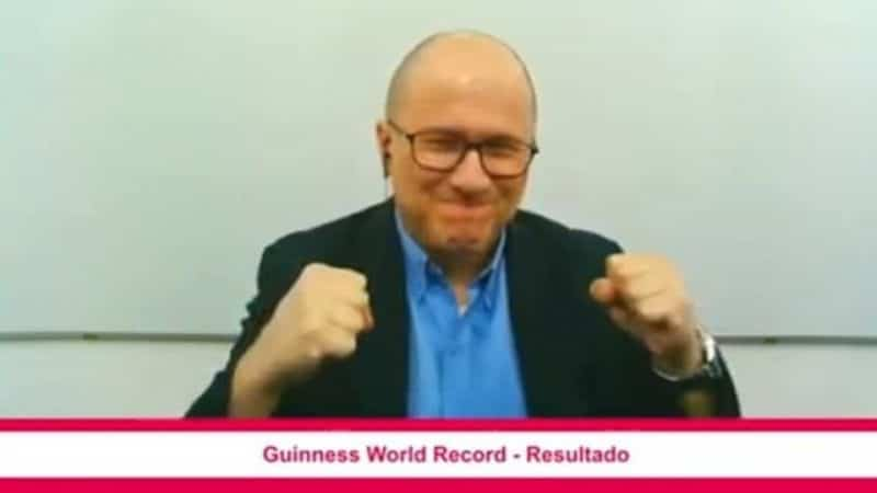 ´JulioProfe´ logró récord Guinness por la clase virtual de matemáticas con más espectadores