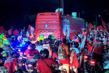 En video: el 'campeón América' fue recibido por miles de hinchas a su llegada a Cali