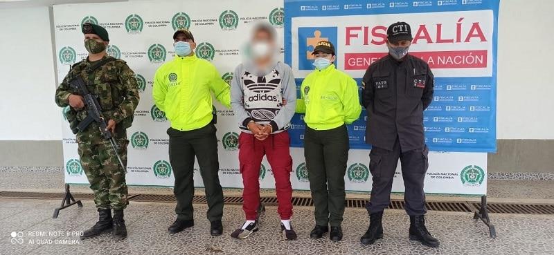 Judicializan a hombre que habría asesinado a tres jóvenes en cancha de fútbol