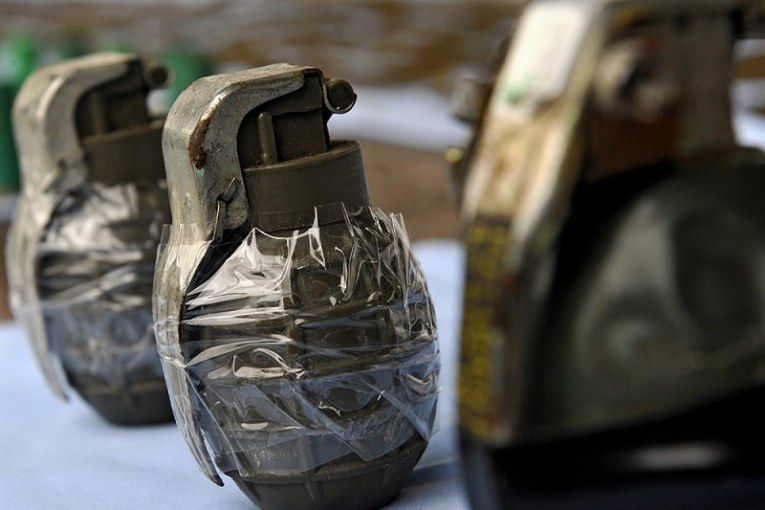 Los heridos por la detonación de una granada tuvieron que ser trasladados hacia varias clínicas deCalidebido a la complejidad de sus lesiones.