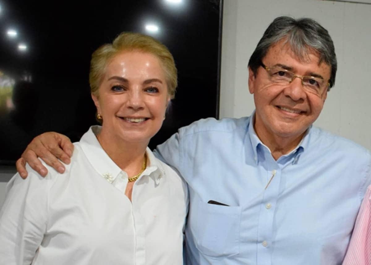 Esposa de Carlos Holmes Trujillo, dio positivo para Covid-19