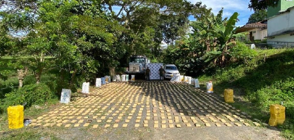 Incautan 1.500 kilogramos de marihuana en carretera del Valle