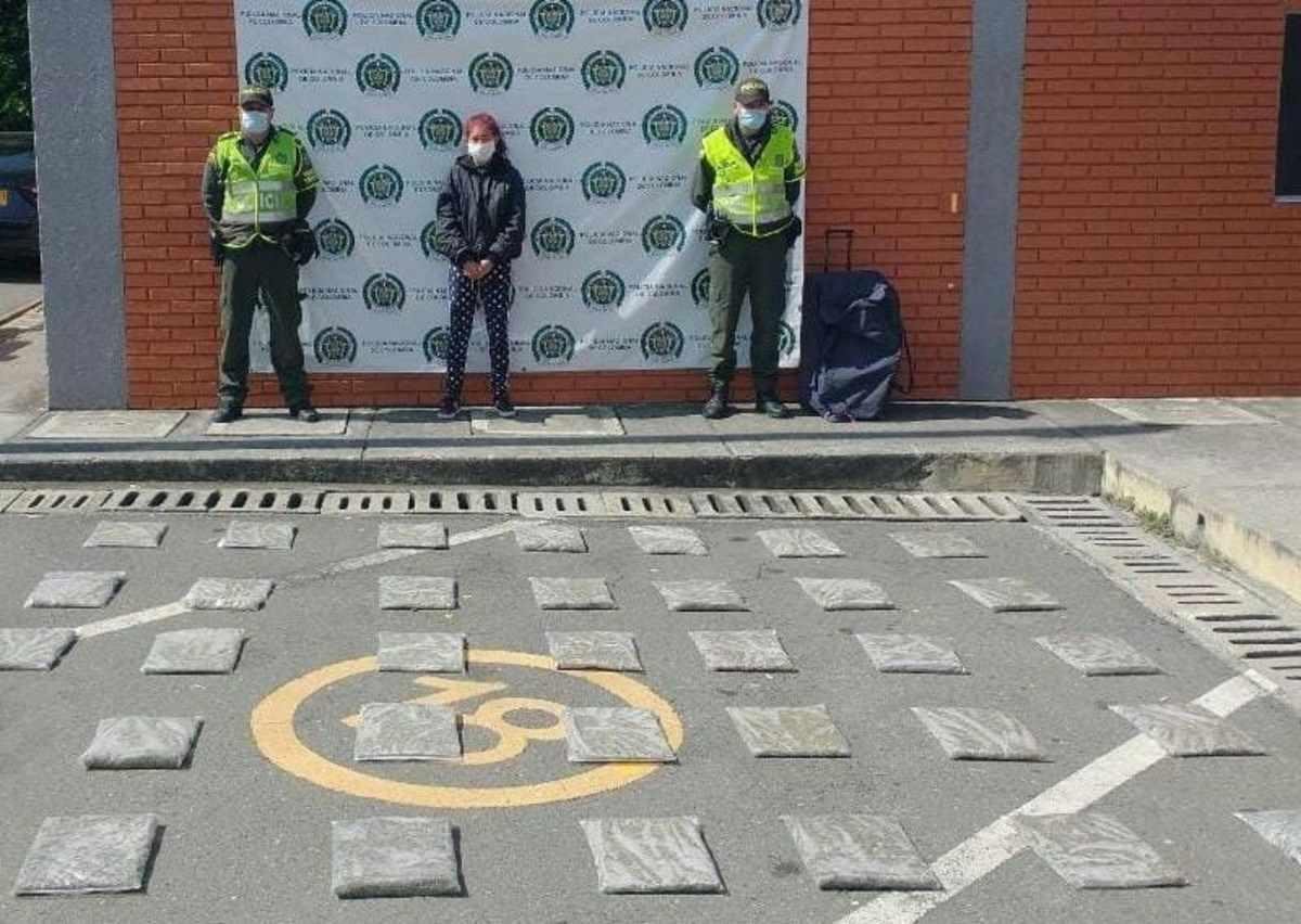 Capturan a mujer que llevaba en su equipaje 19 kilos de marihuana