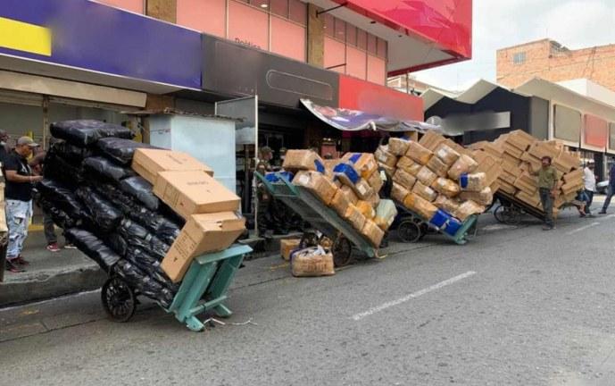 Incautan en Cali 10 mil pares de calzado de contrabando