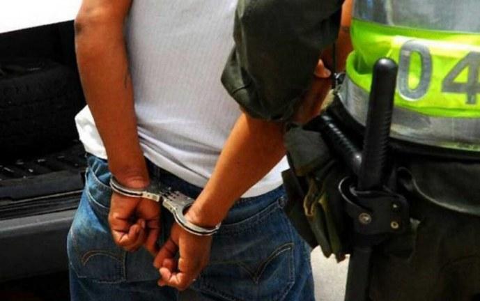 Capturan adolescente por presuntamente extorsionar a un comerciante