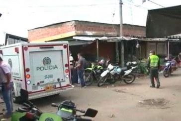 Identifican a dos de los tres muertos que dejó balacera en galería Santa Elena