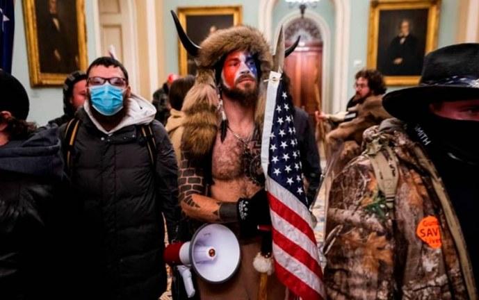 Trump insta a la reconciliación tras violencia de sus partidarios en el Capitolio