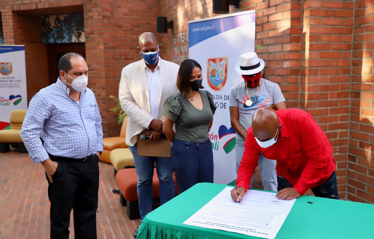 Reconocidos gestores culturales de Cali firmaron pacto de paz y reconciliación