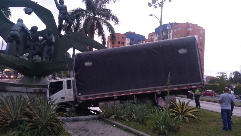 Monumento al Deporte no sufrió daños tras choque por conductor ebrio