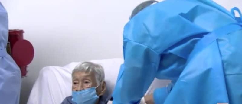 A sus 103 años Dalia Patiño fue vacunada en el Hospital Geriátrico San Miguel