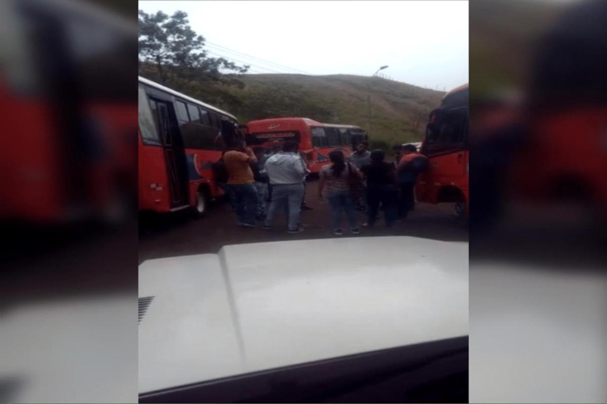 Reportan enfrentamientos entre empresas de transporte en la vía Montebello