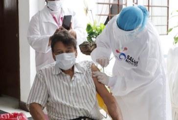 Inició vacunación de adultos mayores de 75 años en el Valle