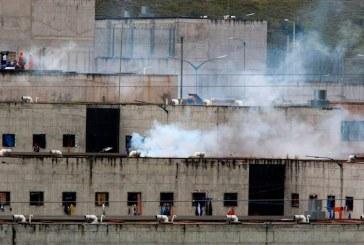 Motines simultáneos en tres cárceles en Ecuador dejan al menos 79 muertos