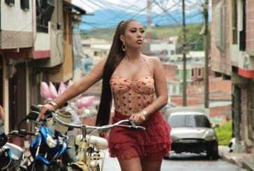 La reconocida cantante Kali Uchis, lanzó el video de su sencillo 'Telepatía'