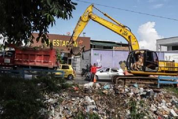 Más de 300 metros cúbicos de basuras retirados de canal de aguas lluvia de la comuna 12