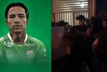 Hinchas bolivianos enfurecidos sacan de un bar al futbolista Dayro Moreno