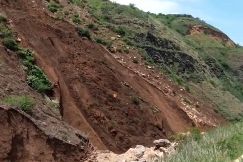 Alerta por derrumbes que taponaron una quebrada en Yumbo