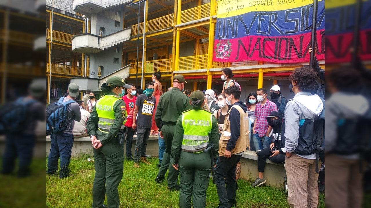 Fuerte tensión en Univalle por desalojo de la Policía a campamento de estudiantes