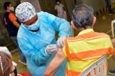 Fallecidos y personas de 18 a 44 años, entre los 1.241 'colados' en proceso de vacunación
