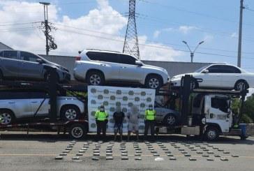 Llevaban marihuana camuflada en un carro transportado sobre un camión niñera