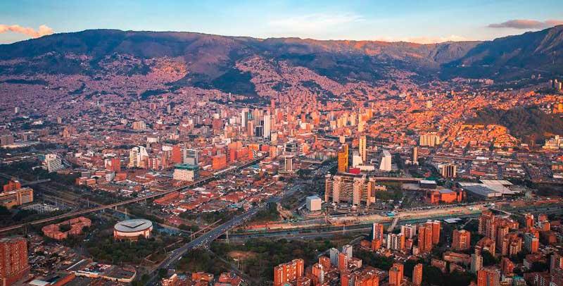Medellín entra en cuarentena estricta con su red hospitalaria a punto del colapso