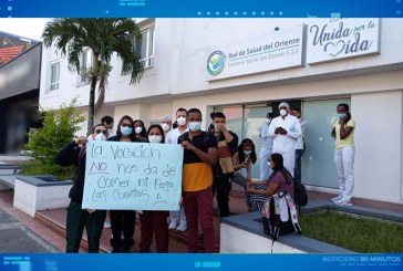 Médicos de Clínica Unidos por la Vida protestan porque les deben salarios