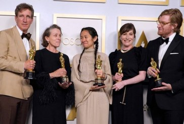 """""""Nomadland"""" dominó los Óscar con tres premios, incluido mejor película"""