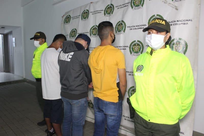 Capturan a los 'rompe vidrios', acusados de robar objetos de valor de los vehículos