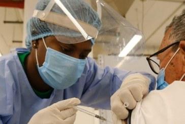 Inició la tercera etapa de vacunación con adultos mayores de 65 a 69 años