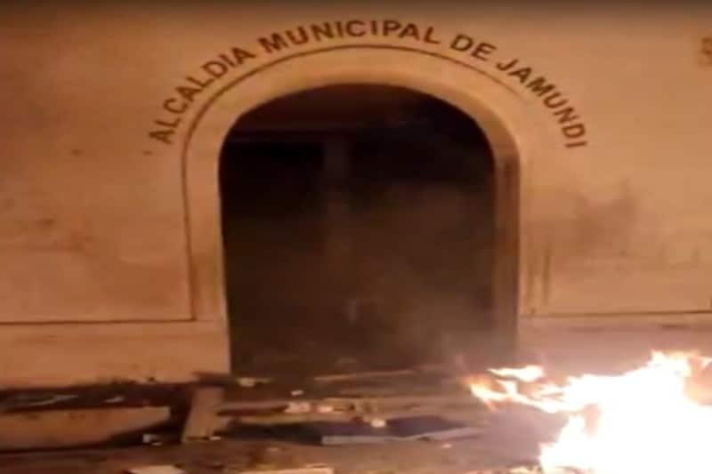 Atacan sedes de la Alcaldía y Concejo de Jamundí
