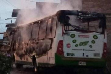 Buseta que transportaba corteros de caña fue incinerada