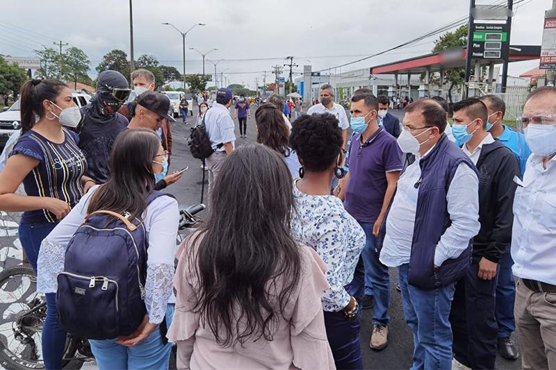Comisión de Paz viajó a Cali junto a delegación internacional y visitarán bloqueos