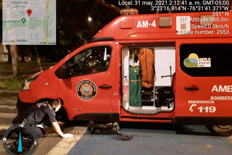 Desconocidos robaron y abandonaron en El Ingenio ambulancia de Bomberos Cali