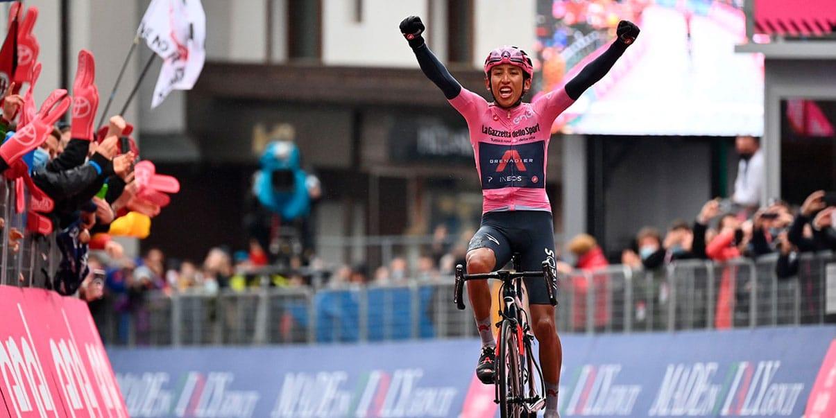 Egan Bernal gana una nueva etapa en el Giro y toma ventaja en la general