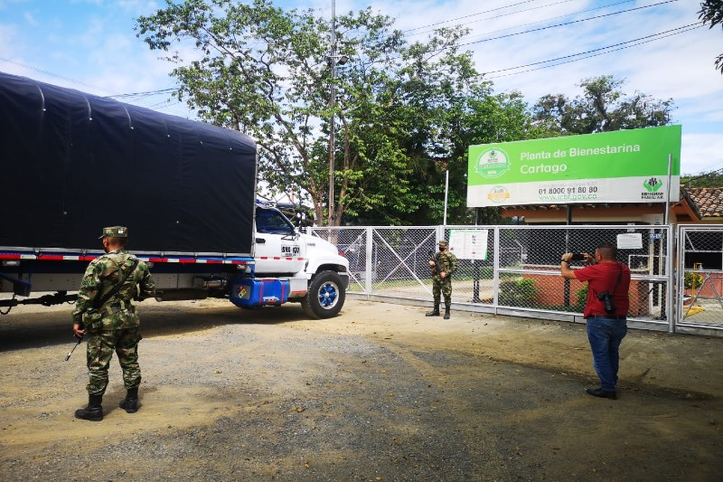 Fuerza Pública acompaña caravana con 64 toneladas de bienestarina
