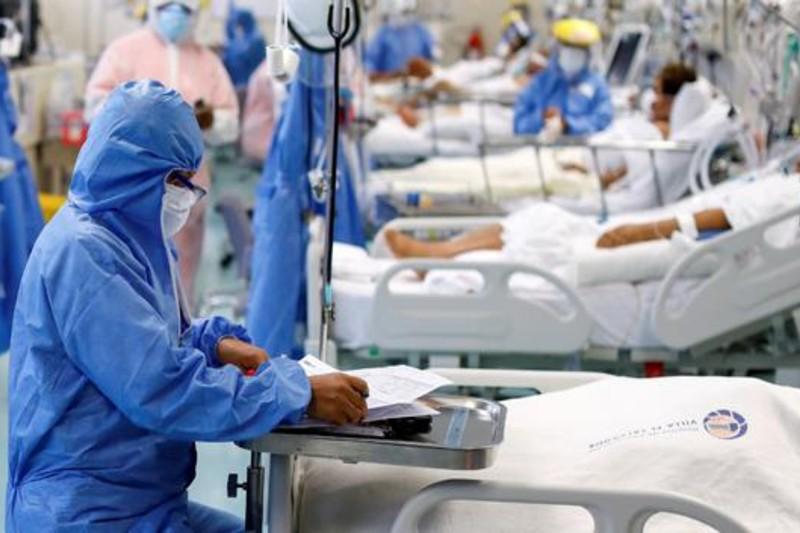 Alerta por UCI: 180 pacientes covid esperan en el Valle una cama