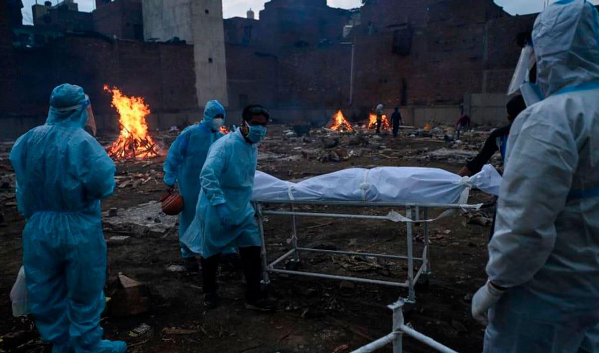 India bajó de los 400.000 casos y registra más de 3.700 muertes por covid