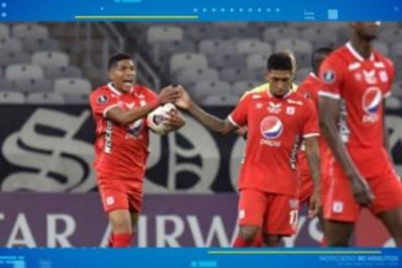 El partido entre América y Mineiro fue afectado por gases lacrimógenos