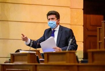 Senado absolvió al Ministro de Defensa en la moción de censura