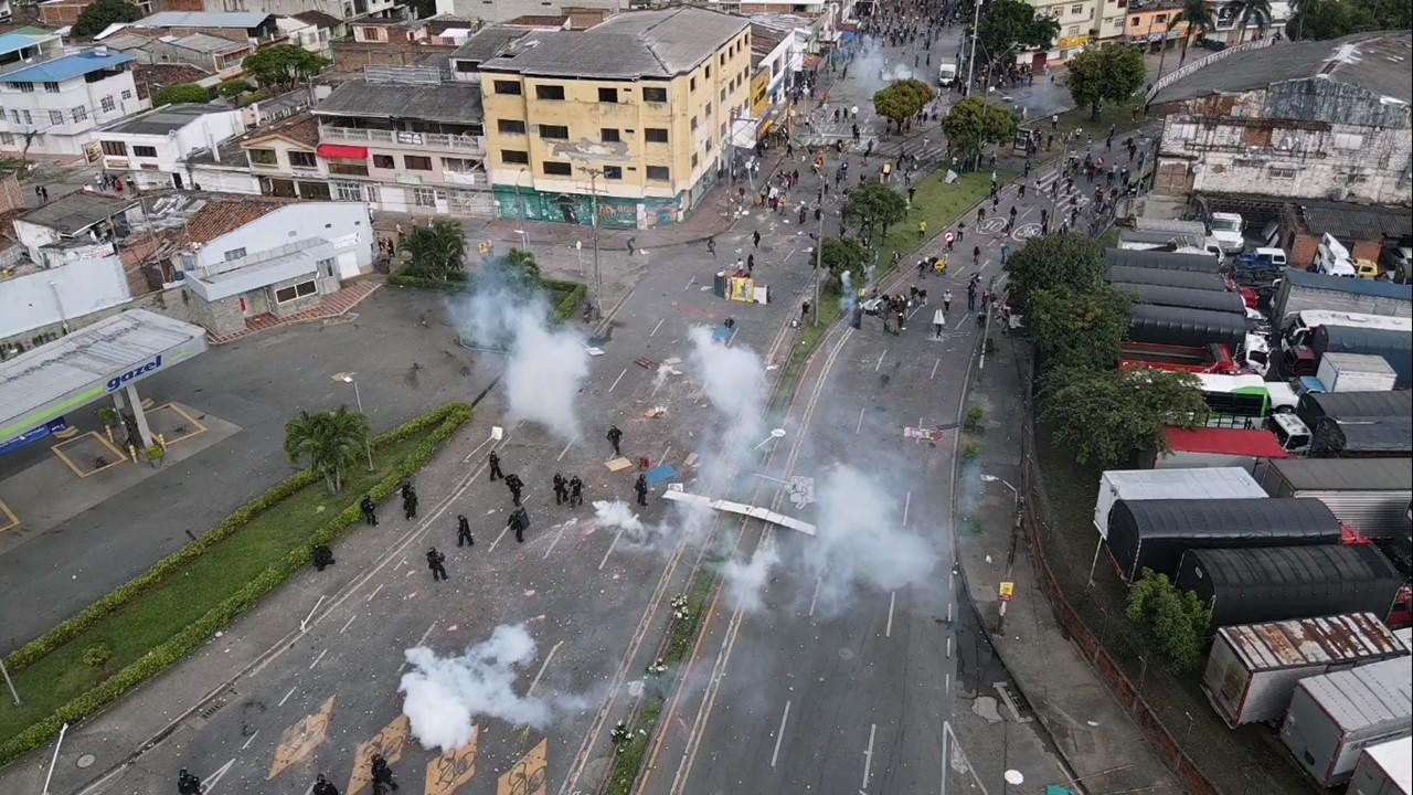 Tensión entre ciudadanos y Policía en varios puntos de Cali en sexto día de manifestaciones