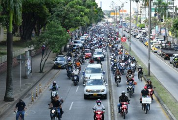 Así avanza la caravana que lleva a Junior Jein al cementerio Metropolitano del Sur