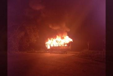 Bus perteneciente a ingenio azucarero fue incendiado en Cerrito, Valle