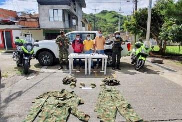 Cárcel para hombres que llevaban armas que usa la fuerza pública en el Cauca